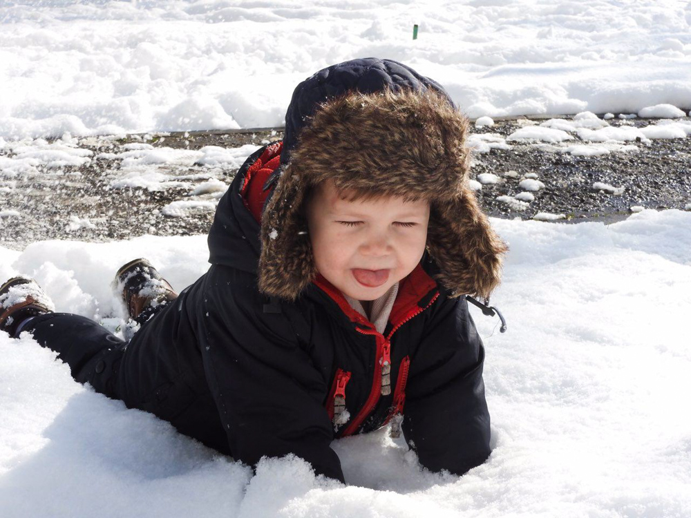 Артем в снегу-2